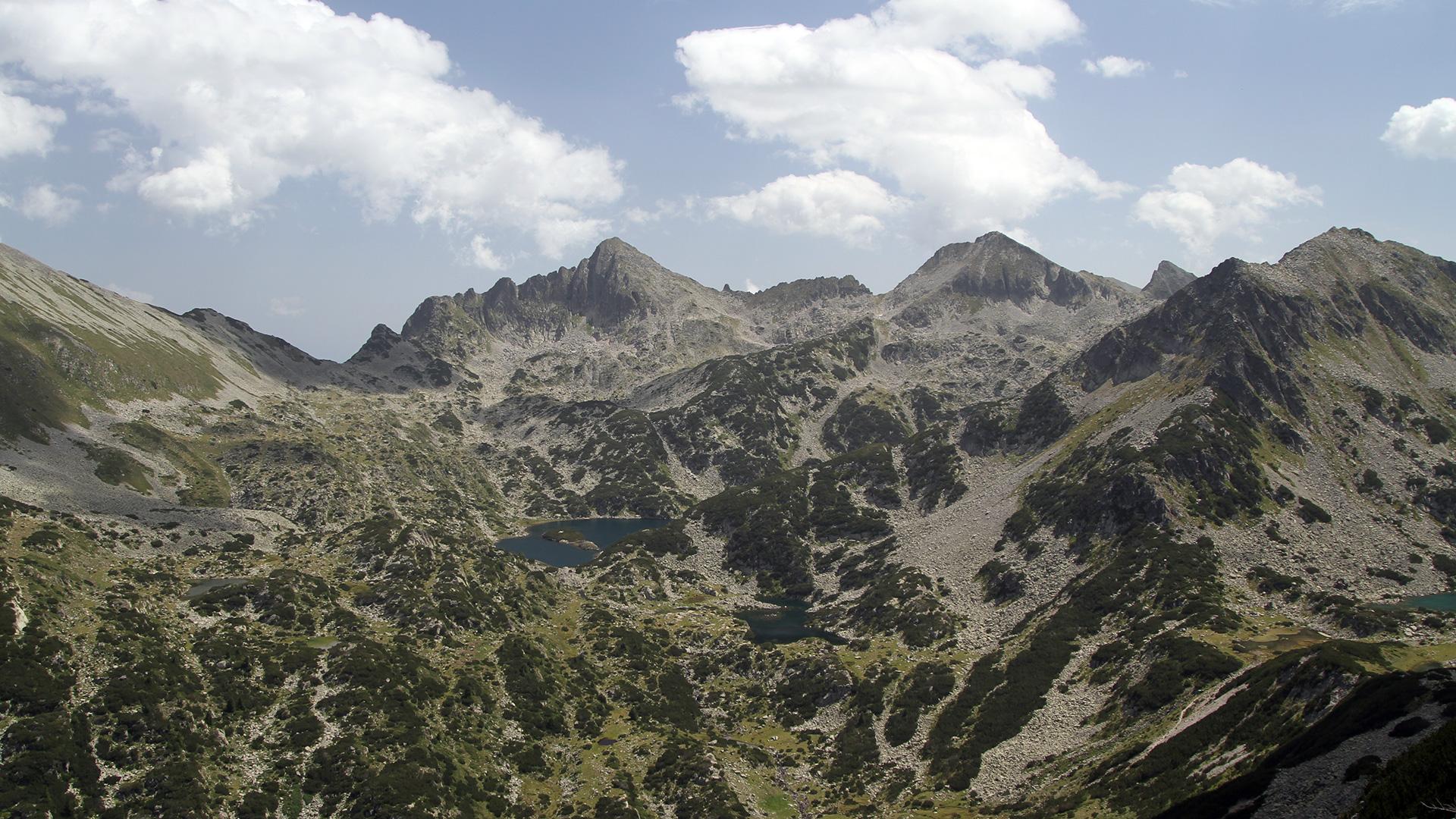 За Пирин – връх Валявишки чукар 2 664 м, връх Момин Двор 2 725 м и връх Дженгал 2 730 м