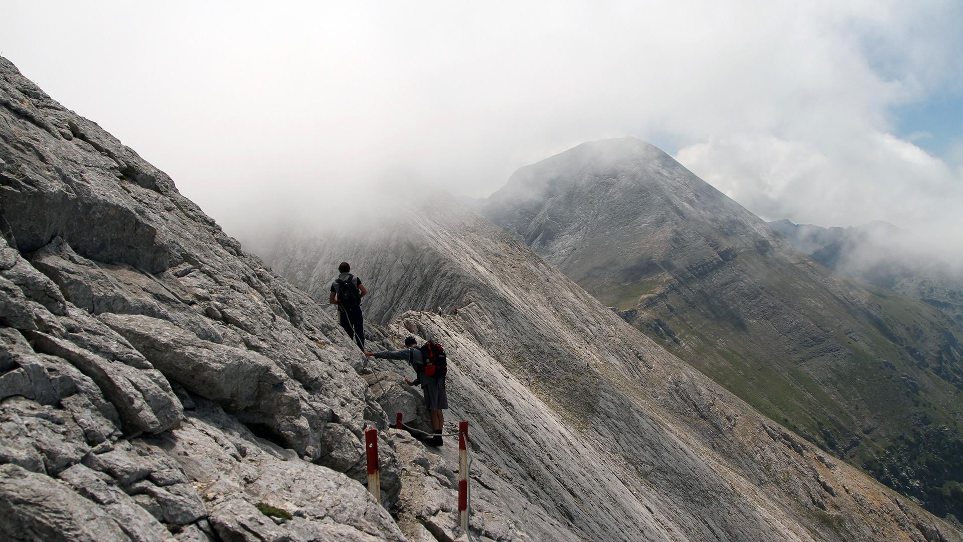 Заедно #ЗаПирин – Планинари преминават карстов ръб Кончето